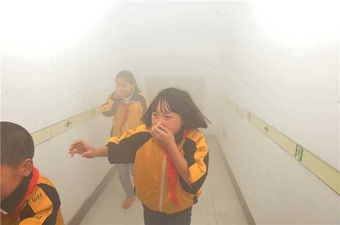 消防安全-烟雾逃生走廊